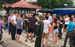 Bị đóng bãi đỗ xe lớn nhất, cư dân Linh Đàm chất vấn công an