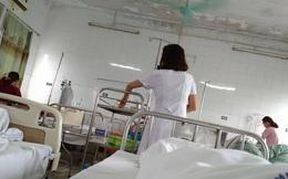 Nhật kí mẹ bỉm sữa sốt xuất huyết nửa đêm xách chai truyền từ viện về cho con bú