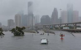 """Đổ bộ vào bang Texas, siêu bão Harvey đã """"cuốn trôi"""" 40 tỷ USD theo dòng nước"""