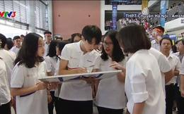 Xuất hiện vài giây trong chung kết Olympia, nam sinh trường Ams khiến các cô gái xin link bằng được