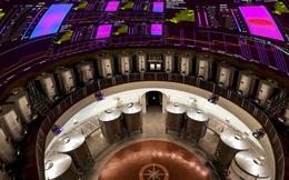 Ghé thăm những hầm ủ rượu vang công nghệ cao trông chẳng khác gì các kho vũ khí hạt nhân