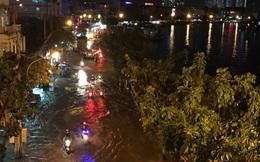 Triều cường vượt báo động, nhiều đường Sài Gòn ngập kinh hoàng