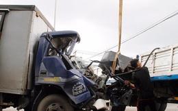 Tông xe trên Quốc lộ 22, tài xế kêu cứu trong cabin