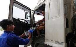 """""""Cây xăng Việt"""" đã cúi chào, tặng nước miễn phí cho khách trước cả khi """"cây xăng Nhật"""" đến Hà Nội"""