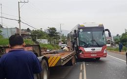 Xe khách Thành Bưởi tông vào xe đầu kéo, hành khách hoảng hốt