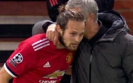 Mourinho 'mách nước', chỉ hướng sút để Blind đánh bại Svilar trên chấm 11m