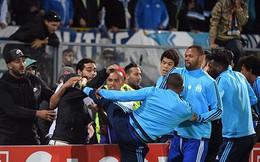 """Chưa đá đã bị đuổi vì """"kung-fu Cantona"""", Evra phản ứng ra sao?"""
