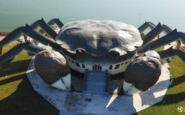 Danh sách kiến trúc kỳ dị ở Trung Quốc tiếp tục kéo dài với toà nhà hình cua khổng lồ