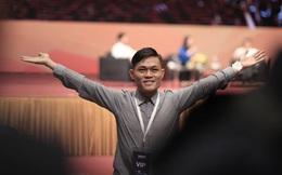 """""""Fan cuồng"""" khiến cả hội trường bất ngờ khi xúc động hô lớn: I love Jack Ma"""