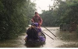 Sâu nặng tình người nơi bị lũ cô lập ở Thừa Thiên-Huế