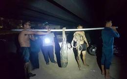 Đồng Nai: Đánh cá dưới chân cầu, người dân phát hiện 2 quả đạn pháo