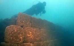 Pháo đài 3.000 tuổi dưới đáy hồ Thổ Nhĩ Kỳ