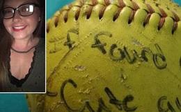 Ném quả bóng với lời nhắn tìm bạn trai xuống biển, cô nàng ngớ người khi 6 năm sau có người hồi đáp