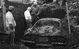 """Đào đất chơi trong vườn, hai cậu nhóc tìm thấy """"báu vật"""" bị chôn giấu cùng một câu chuyện kỳ lạ"""