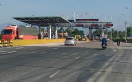 Lái xe dùng tiền lẻ gây ùn tắc BOT Ninh An ở Khánh Hòa