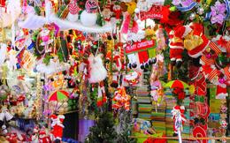 Hàng trang trí Giáng sinh tăng giá, dịch vụ ăn theo kiếm tiền triệu mỗi ngày