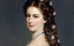 Nữ hoàng xinh đẹp nhất thế giới và chuyện làm đẹp ly kỳ: Đắp mặt bằng thịt tươi, gội đầu bằng rượu, tập thể dục 10 tiếng mỗi ngày