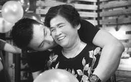 Nguyễn Hồng Ân hạnh phúc mừng tuổi mới bên mẹ ruột