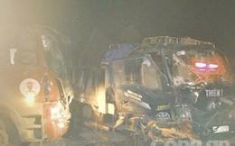 Hai xe tải tông nhau, 2 tài xế nguy kịch