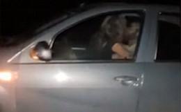 Hành động phản cảm trong lúc chạy xe với vận tốc 113 km/h, cặp đôi khiến dư luận bức xúc