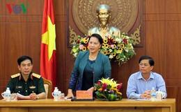 Chủ tịch Quốc hội thăm, động viên bà con vùng bão Khánh Hòa