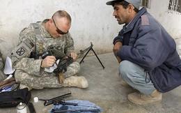 """Mỹ hối thúc Afghanistan vứt bỏ súng AK được Nga """"cho không"""""""
