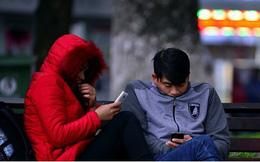 Hình ảnh người Hà Nội co ro trong thời tiết lạnh nhất từ đầu Đông