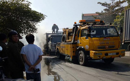Video: Xe tải bốc cháy ngùn ngụt trên quốc lộ ở Thái Bình