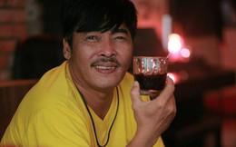"""Lê Quốc Nam: Phước Sang nhìn tôi nói """"nhìn mày xấu vầy, khán giả sao dám mua vé vào xem"""""""