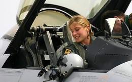Hình ảnh những bóng hồng hiếm hoi lái máy bay chiến đấu