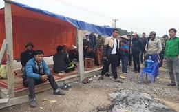 Người dân dựng lều bạt, chặn đường phản đối doanh nghiệp đào núi đêm