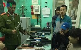 Bán công khai dùi cui điện, dao bấm ở chợ Móng Cái