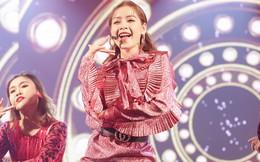 Clip: Khán giả cười ồ khi Chi Pu hát live không tới trên sân khấu sự kiện