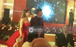 Lâm Khánh Chi hôn đắm đuối chú rể, thay váy đỏ nổi bần bật như công chúa trong lễ cưới