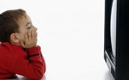 Giải mã câu nói khiến đứa trẻ nào cũng bị ám ảnh: Ngồi gần xem TV hỏng mắt!