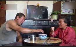 Chuyện lạ: Cặp vợ chồng ăn đất hằng ngày để dưỡng sinh, tăng cường sức khỏe