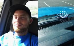 Bị dừng xe bất ngờ, tài xế ôm cảnh sát giao thông khóc nức nở vì lý do xúc động