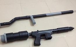 """""""Cẩu tặc"""" bắn tên dài 40cm thủng bụng cảnh sát hình sự"""