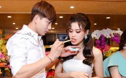 Tim và Trương Quỳnh Anh liên tục thể hiện tình cảm trước đám đông sau tin đồn ly hôn