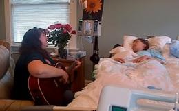 Video khiến hàng triệu người rơi nước mắt: Mẹ gẩy đàn hát vĩnh biệt con hấp hối vì ung thư