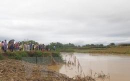 Nước lớn đổ về bất ngờ, 3 người bị cuốn trôi trên sông Cái