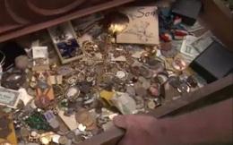 Mua chiếc tủ cũ giá 100 USD, người đàn ông nhận được cả một kho báu