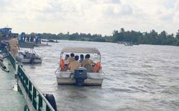 Ghe chở cát gặp nạn, gia đình 4 người chỉ có hai bố con bơi được vào gần bờ thoát nạn