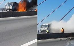 Clip: Xe tải cháy dữ dội trên cầu Cần Thơ