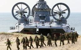 """Báo Mỹ: 100.000 lính Nga """"tràn vào"""" Belarus ở thời điểm hoàn hảo, 3 nước hàng xóm lo sợ"""
