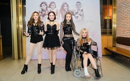 Thành viên nhóm SGirls vất vả ngồi xe lăn đến ra mắt MV