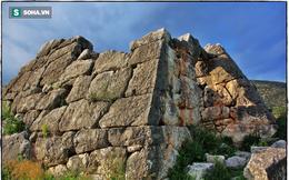 Bất ngờ phát hiện kiến trúc kim loại bí ẩn bên dưới kim tự tháp Hy Lạp