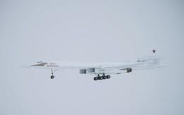 """""""Thiên nga trắng"""" Tu-160 """"xé toạc"""" bầu trời Nga trong chuyến bay thử nghiệm"""
