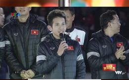 """Hồng Duy chào khán giả, Xuân Trường phía sau trêu: """"Làm như ca sĩ, trân trọng nhất"""""""