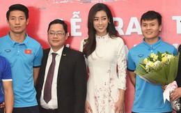Quang Hải bẽn lẽn khi bị trêu về chiều cao bên Hoa hậu Mỹ Linh